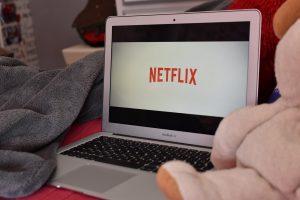jak oglądać Netflix za granicą po polsku